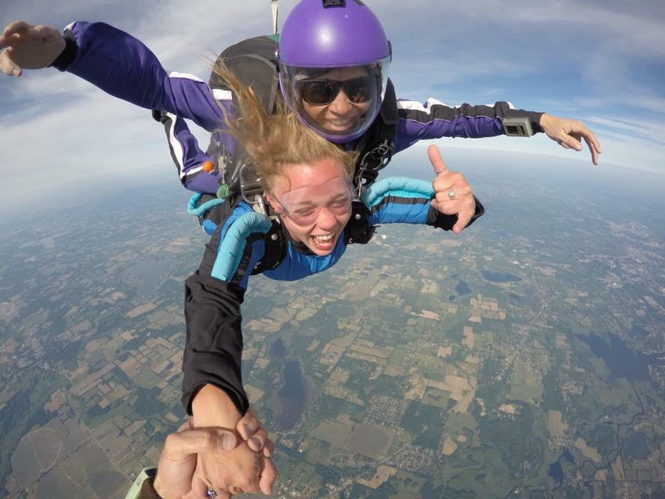 18921066 So from 10,000 to 5,000 feet–minus the time it takes you to get up to  speed–you have about 20 freefall seconds left on the clock before opening.
