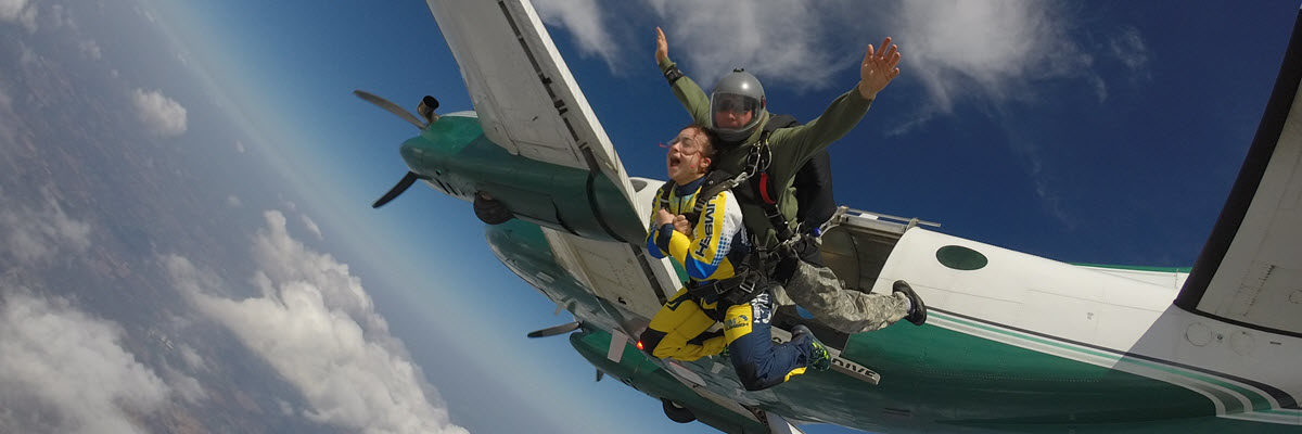 Tips to avoid motion sickness when skydiving