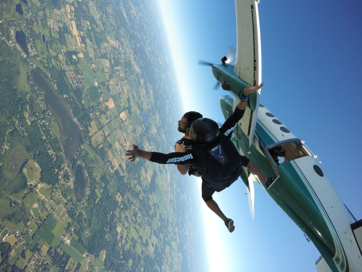 minimum weight for skydiving